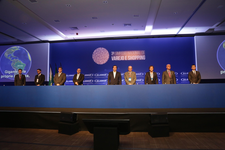 Varejo inicia protagonismo na renovação do país