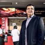 Em 10 anos este homem montou uma rede de 350 restaurantes